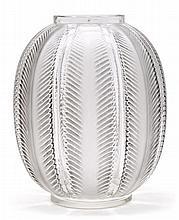 René Lalique Ay, Marne 1860 - París 1945 Biskra Vase