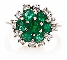 Sortija rosetón de esmeraldas y diamantes