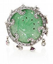Sortija italiana de jade tallado y diamantes