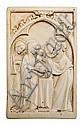 Escuela francesa del siglo XIX Presentación de la Virgen en el templo Placa en marfil tallado de estilo gótico