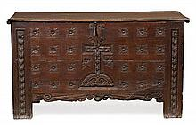 Large northern Spanish chest in oak and carved pine, 18th century, , 92x160x65 cm