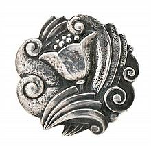 Art Déco Catalan floral brooch, circa 1930 Chiselled silver.  10,5 gr