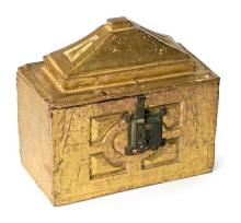 Spanish or Italian chest in carved and gilded wood, 16th Century