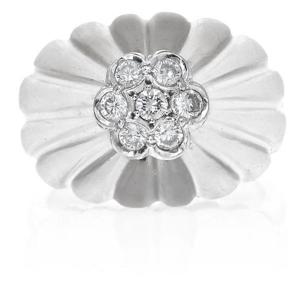 Sortija floral en oro y diamantes