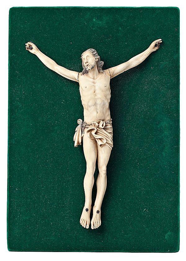 Escuela española del siglo XIX Cristo crucificado Escultura en marfil tallado, grabado y entintado
