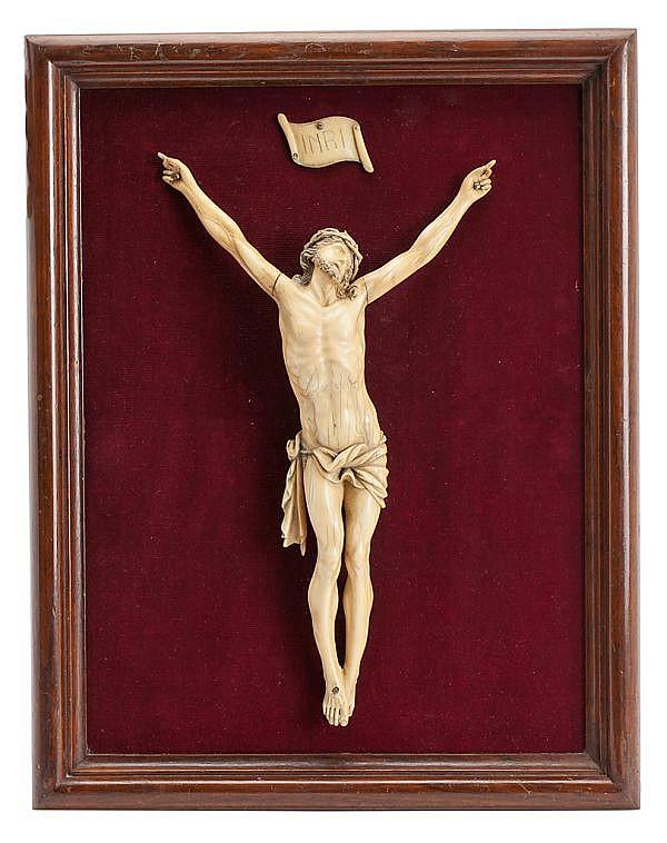 Escuela francesa probablemente de Dieppe, del siglo XIX Cristo crucificado Escultura en marfil tallado
