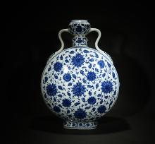 QIANLONG MARK, A BLUE AND WHITE FLAT VASE