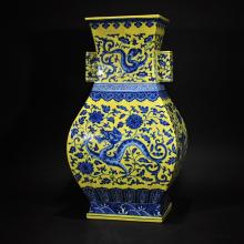 QIANLONG MARK, A YELLOW GROUND SQUARE VASE