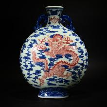 QIANLONG MARK, A BLUE AND WHITE VASE WITH DRAGON CARVING