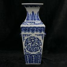 QIANLONG MARK, A BLUE AND WHITE SQUARE VASE