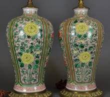 A PAIR OF WUCAI LAMP STANDS WITH CHRYSANTHEMUM PATTERN