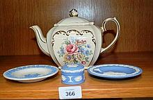 Small collection of Wedgwood incl. 2 various