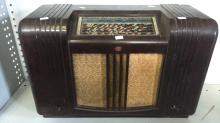 Vintage early plastic cased Philips valve radio, model 2652 (note missing control knobs)