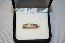 18ct yellow gold ring set with 9 diamonds