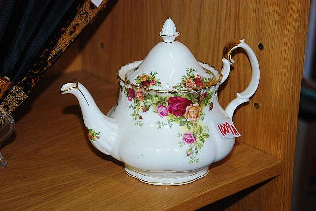 Roayl Albert 'Old Country Roses' teapot