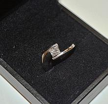 18ct white gold ring with solitaire diamond