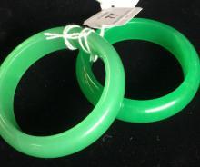 Pair of green jade bangles, flat on the inside, 7.8 cm Dia