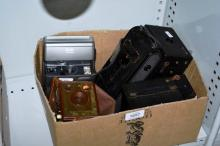 Box of vintage cameras incl. a Brownie SIX-20