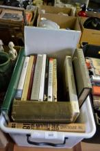 Box of assorted books incl. art related,