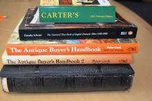 Collection of books incl. various antiques and price guide books incl. silver, small Carter's etc. Plus an old leatherbound Victorian photograph album (no photographs), 6 in total