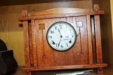 American arts & crafts mantel clock by Gilbert, oak cased, comes with key & pendulum, 33.5cm T