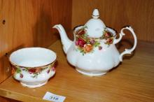 Royal Albert, 'Old Country Roses' medium sized