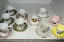 Shelf: 10 assorted coffee cups & saucers incl.