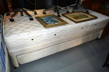 Single bed ensemble with trundle bed compartment
