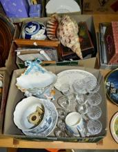 2 boxes: glassware, vases, Wedgwood tankard,