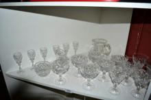 Shelf of good quality crystal incl. 3 sets of 6