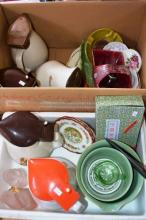 2 boxes: Australian pottery incl. Mingay, Fowler