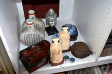 Shelf: oriental to incl. 2 flask shape vases with