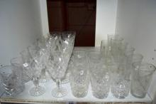 Shelf: good quality crystal drinking glasses incl.