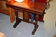 Nicely detailed oak side table, rectangular form