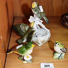 2 Beswick models of birds, incl. a greenfinch & a