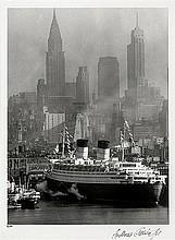 Feininger, Andreas: Queen Elizabeth in New York Harbor