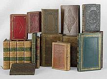 Duodez- und Sedez-Bibliothek: Sammlung von ca. 100 Bänden einer Bibliothek kleinen Formats