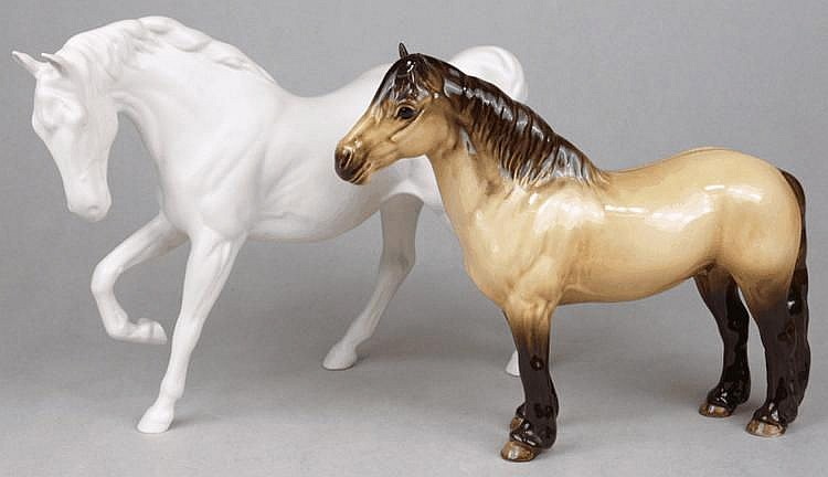 A Beswick model of a horse in a gloss finish and a