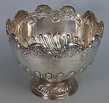 An Edward VII silver rose bowl, maker mark T L,