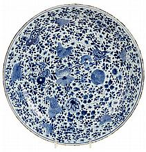 Dish with standing and spreaded rim. Chinese porcelain. K'ien Long period.