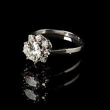 Ring. Platinum (950/1000), 3.5 g. Set with one diamond, 1,03 ct, quality G