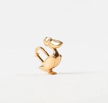 HERMES Paris made in France  Porte-clefs en métal doré figurant un Pélican.