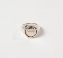 HERMES Paris  Chevalière en argent figurant le sigle de la maison. T. 54.   Pds : 25,0 grs environ.