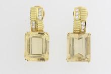 Paire de boucles d'oreilles en or ornées de citrines et de brillants. P 18,5g