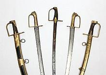 Deux sabres d'infanterie de Grenadier dit Briquet modèle de Compagnie d'Elite dérivé du modèle 1767. Monture en laiton. Poignée à pans à tête de lion ciselée. Garde à une branche et deux demi oreillons. Lame légèrement cintrée, à dos plat et pans