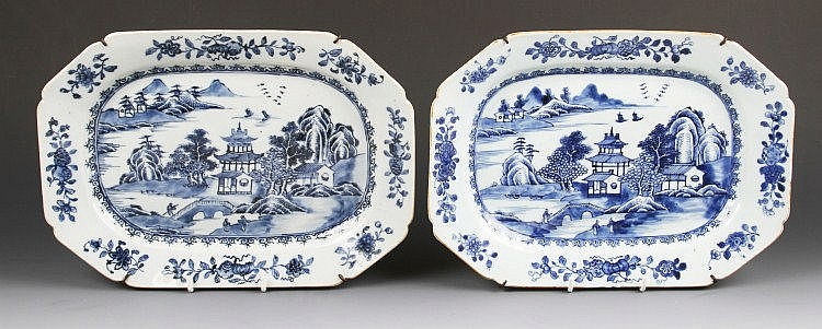 A pair of Chinese export blue and white porcelain