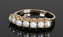 9 carat gold pearl set ring, with a row of seven p