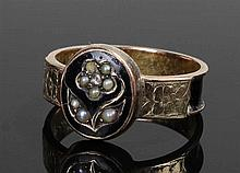 Victorian mourning ring, the yellow metal ring wit