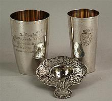 Zwei Silberbecher & 1 kl. Sieb - Silber gestempelt 800(2x)und 835, Becher p