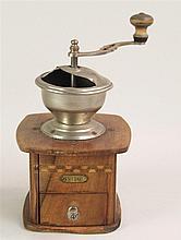 Kaffee-Mühle - um 1910, Holz mit Eisenmahlwerk, lt. Altersspuren, H. ca. 23